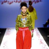 K širokim hlačam sodijo ozki zgornji deli in luksuzne jakne.  (De La Prada) (foto: Fotografija Imaxtree)