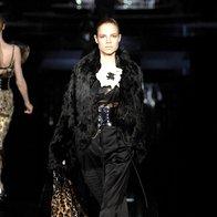 K širokim hlačam sodijo ozki zgornji deli in luksuzne jakne. (D&G) (foto: Fotografija Imaxtree)