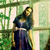 Obleka Maja Ferme, jopica Max & Co., pas Escada, zapestnice Divided (komplet šestih). (foto: Fotografije Fulvio Grissoni)