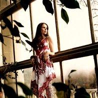 Obleka Dehry, hlačne nogavice Calzedonia, zapestnica Sariko, balerinke C'N'C Costume National. (foto: Fotografije Fulvio Grissoni)