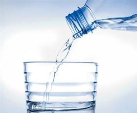 Voda pod drobnogledom