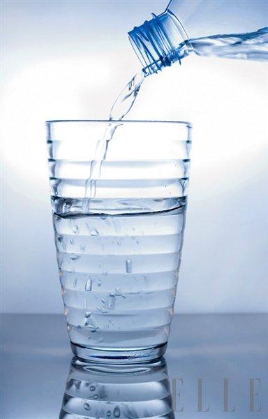 Voda pod drobnogledom - Foto: Fotografija Shutterstock