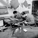 Mojstri v delavnici, v kateri so nastajali tudi kovčki, ki jih je oboževal Clark Gable. (foto: Fotografija: arhiv Gucci)
