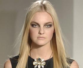 Model: Caroline Trentini