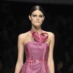 Versace, pomlad - poletje 2009 (foto: Fotografija Imaxtree)
