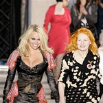 Pamela na modni reviji Vivienne Westwood (foto: Fotografija Imaxtree)