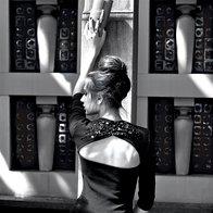 Obleka Blumarine, 820 €; torbica Almaplena, 137 €; prstan Morellato, 84 €.   (foto: Fotografija Fulvio Grissoni)