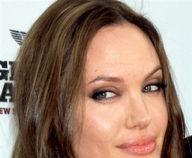 Angelina Jolie – lepotna ikona desetletja
