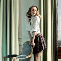 Bluza Marella 109 €, krilo Zara, 25,95 €; pas Max & Co., 55 €; ogrlica Mango, 39 €; sandale Le Silla, 420 €. (foto: Fotografija Fulvio Grissoni)