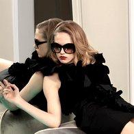 Obleka Love Sex Money, 429,90 €; očala Prada, 204,70 €. (foto: Fotografija Fulvio Grissoni)