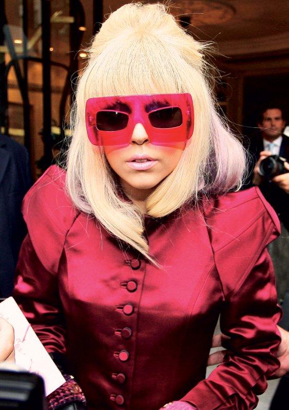 Estelle in Lady GaGa med oblikovalce - Foto: Fotografija Reddot, Fotografija www.estellemusic.co