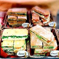 En sendvič za na pot, prosim. (foto: FOTOGRAFIJA MATEJA JORDOVIĆ POTOČNIK)