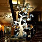 Praznično drevo s podpisom Johna Galliana
