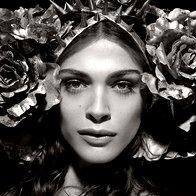 Elisa Sednaoui (foto: Pirelli koledar za leto 2011 / Karl Lagerfeld)