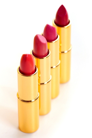 Splača se investirati v kvalitetno in obstojno rdečo šminko. Paziti
