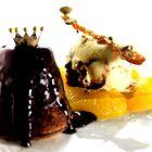 Sladoled s karameliziranimi mandlji na pomarančni osnovi (foto: Miha Krivic)