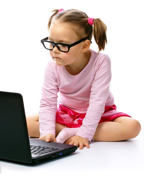 Otroci in internet - Foto: Shutterstock