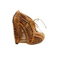 V čevljih Iris van Herpen (foto: Imaxtree, promocijsko gradivo)