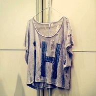 Priljubljena majica s pozdravom, spomini na Soho NYC, kamor se vedno znova rada vrača na sproščeno nakupovanje. (foto: Matevž Paternoster)