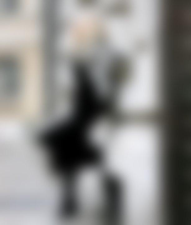 Ime bloga 5 inch and up (v prevodu pet palcev) izvira iz dejstva, da Sandra ni ravno visoke postave: v višino meri manj kot 160 centimetrov in nikoli ne nosi čevljev z manj kot 12-centimetrsko peto (torej nikoli pod pet palci). Foto: Facebook