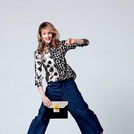 Široke hlače: hlače G-Star, 169,90 €; bluza Kenzo, 329 €; ogrlica Massimo Dutti, 39,95 €; sandale Michael Kors, 250 €; torbica Vandalimorale, 75 € (foto: Elle)