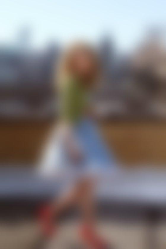 AnnaSophia Robb kot mlada Carrie Bradshaw. Foto: Warner Bros. Television Entertainment/Eric Liebowitz