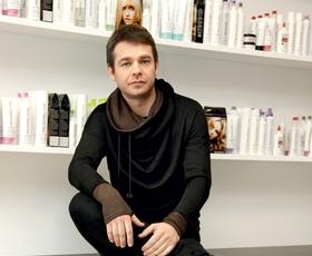 Foto: Kaj nosijo zaposleni v frizerskem salonu Mič Styling?