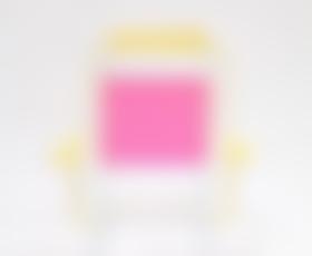 Foto: 100 barvitih stolov s podpisom Marni