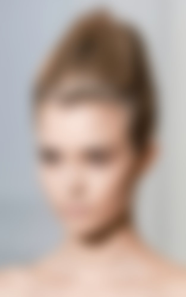 Kako ustvariti moderen, rahlo razmršen videz las?