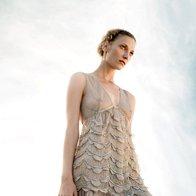 Obleka Twin-Set, 235 €; uhani Skušek, 174 €. (foto: Fulvio Grissoni)