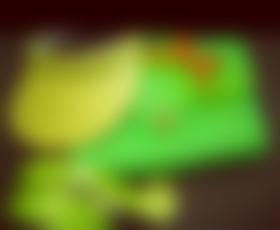 Neonsko zeleni »plastik fantastik«