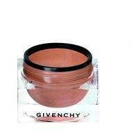 Breskov odtenek za veke: senčilo za oči z bleščicami Ombre à Fleur de Peau, št. 2, Givenchy, 30,60 €  (foto: Tadej Windschnurer, Imaxtree, Shutterstock.com in promocijsko gradivo)