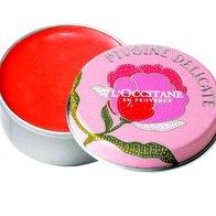 Mandarina na ustnicah: balzam za ustnice Pivoine, L`Occitane, 10,50 € (foto: Tadej Windschnurer, Imaxtree, Shutterstock.com in promocijsko gradivo)