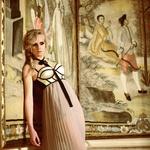 Oblačila: korzet H&M; krilo Sisley, Maxi; nogavice Calzedonia; čevlji Top Shop, Emporium; fotografirano na Grad Jable, Ustanova center za evropsko prihodnost (foto: Fulvio Grissoni)