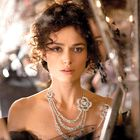 Keira kot Karenina nosi Chanelov nakit