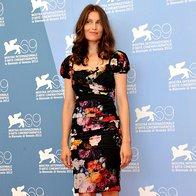 Laetitia Casta je na fotografiranje žirije prišla v obleki Dolce & Gabbana s cvetličnim vzorcem.