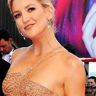 Kate je opravo dopolnila s torbico Edie Parker in nakitom Faberge.