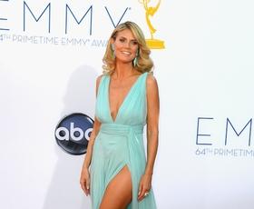 Foto: Modra, (vinsko) rdeča, oranžna na Emmyjih