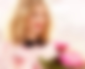 Drew Barrymore z znamko ličil Flower