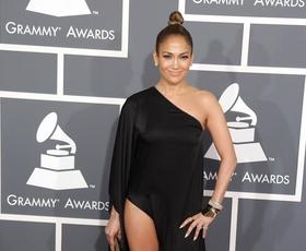 """Grammyji: J.Lo po sledi """"Angelinine noge"""""""