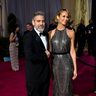 George Clooney in Stacey Keibler (foto: AMPAS)