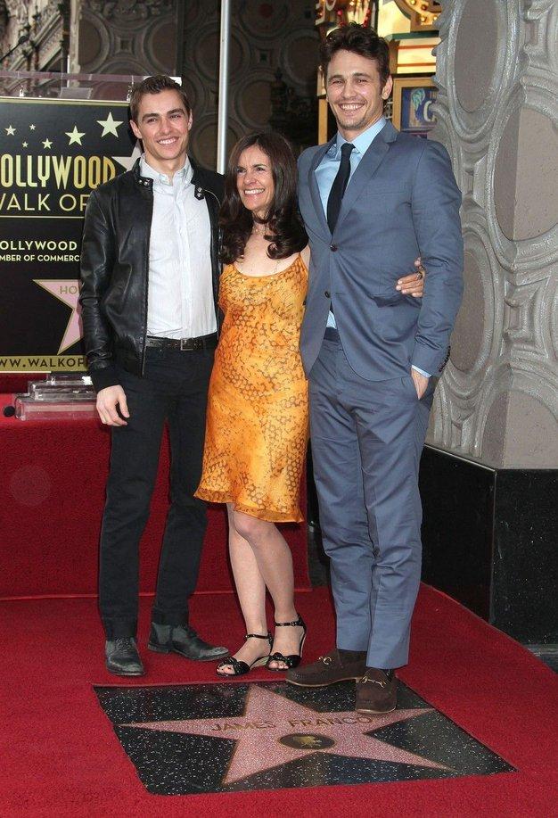 James Franco z bratom Daveom in materjo Betsy