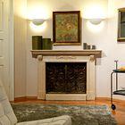 Poleg treh kaminov je v stanovanju najbolj izstopajoč čudovit intarzijski parket, ki je bil položen okoli leta 1930.  (foto: Matevž Paternoster)
