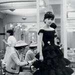 Coco Chanel ob zadnjih popravkih. (foto: Promocijsko gradivo, metropolitan museum of art)