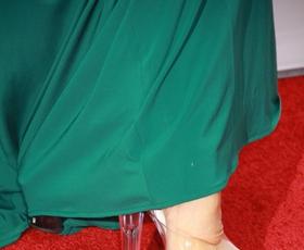 """Foto: Čigava so stopala v """"čevljih za striptiz""""?"""