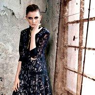 Obleka Nelizabeta, 365 €; gležnjarji  Max & Co., 189 €; rutka Svilanit, 15,70 €. (foto: Fulvio Grissoni)