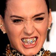 Katy Perry zsi je omislila razkošen zobni nakit. (foto: Profimedia)
