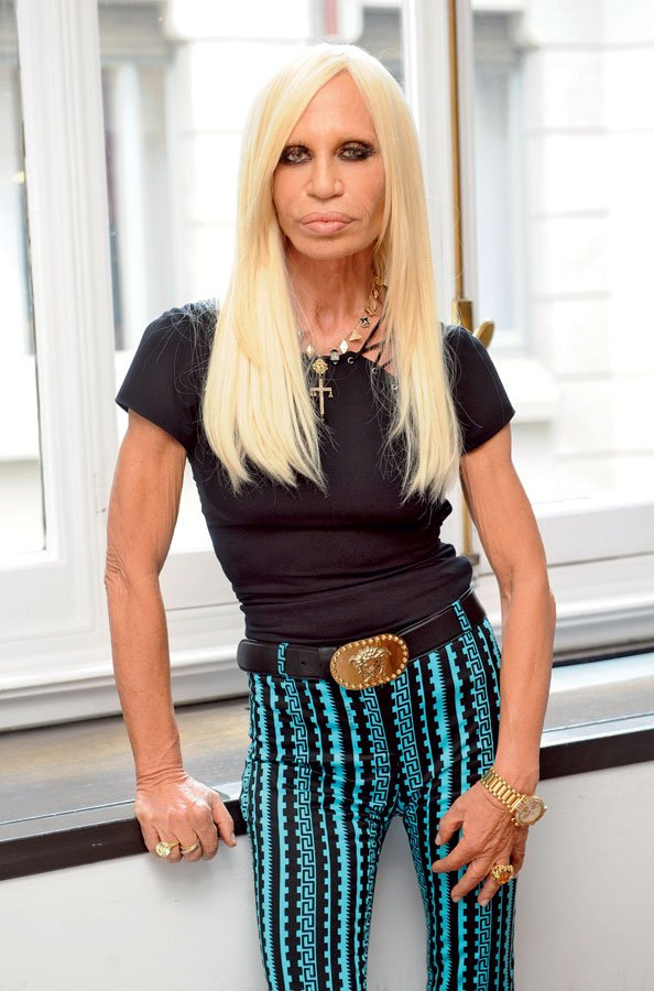 Donatella Versace je tri leta po bratovi smrti dvorec prodala Petru Loftinu, ki je v njem uredil majhen, a luksuzen hotel.  - Foto: Profimedia