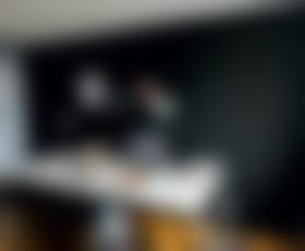 Preuredi mi sobo: Bela, črna in kanček vintidža