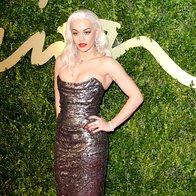 Rita Ora v obleki Vivienne Westwood